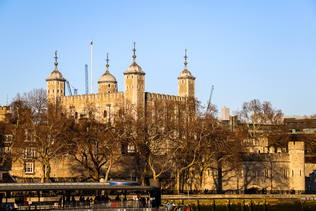 Old castle in the heart of London - Roads and Destinations, roadsanddestinations.com