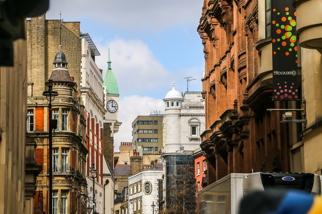 Welcome to London - Roads and Destinations, roadsanddestinations.com