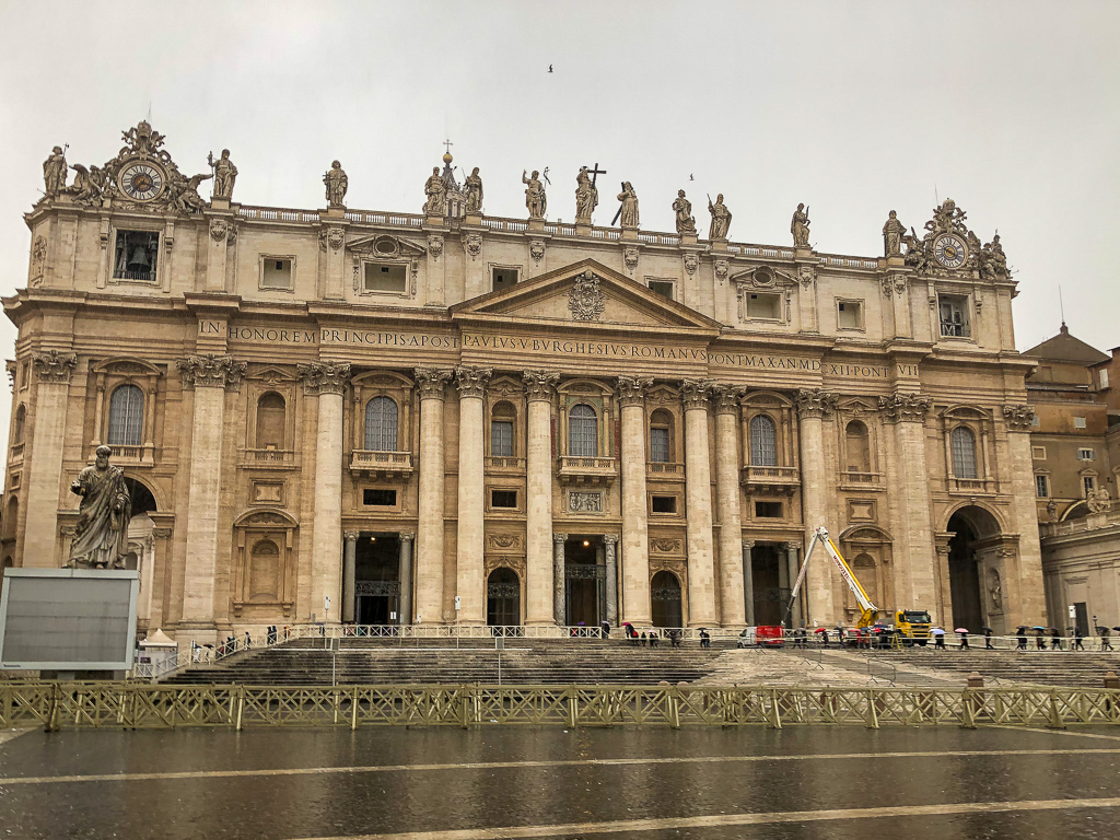 St. Peter's Square, roadsanddestinations.com
