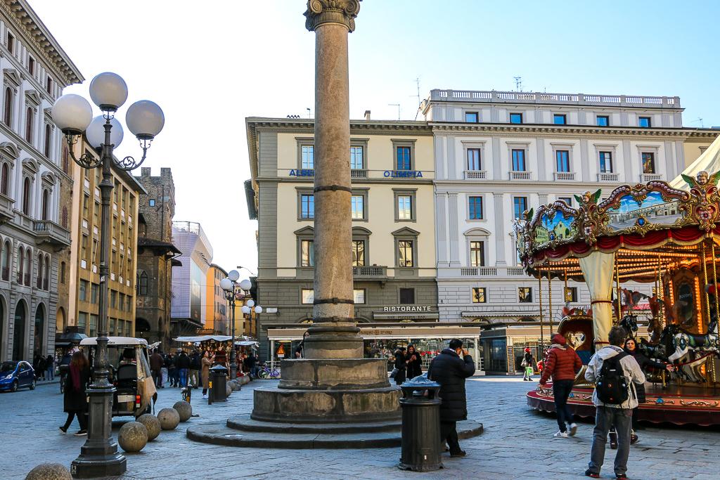 Piazza della Repubblica, roadsanddestinations.com