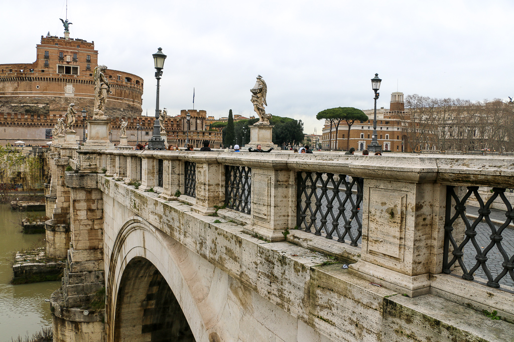 Ponte Sant'Angelo, Roads and Destinations