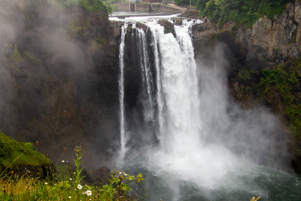How to Visit Snoqualmie Falls, Washington roadsanddestinations.com