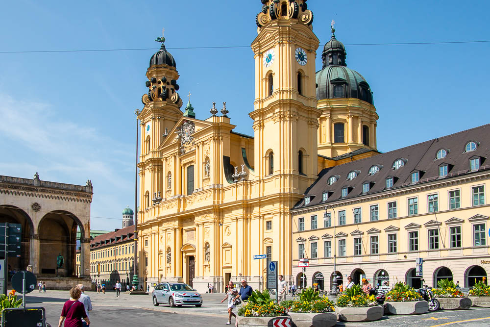 A Quick Guide to Munich for First-Time Visitors. roadsanddestinations.com