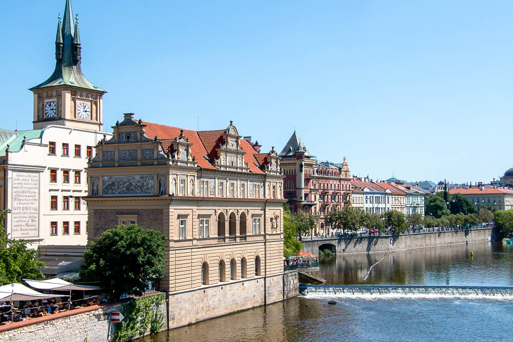 A Quick Guide to Visiting Prague on a Weekend, roadsanddestinations.com