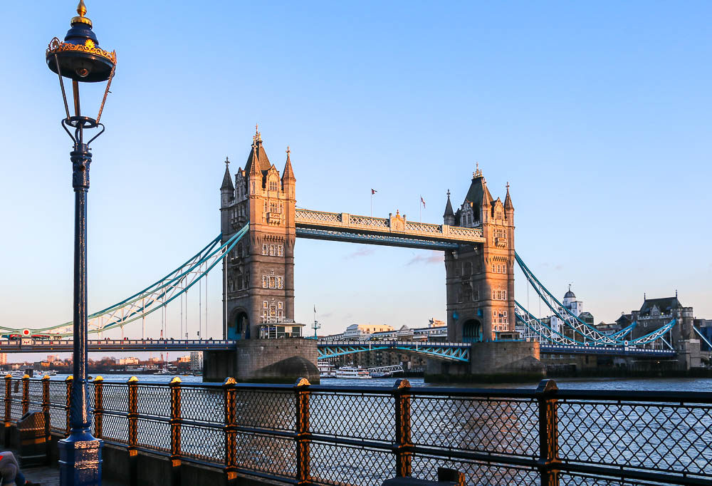 London Bridge vs. Tower Bridge. Dispelling Confusions, safe destinations - roadsanddestinations.com