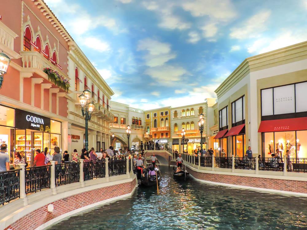 Prettiest Hotel Lobbies in Las Vegas - Roads and Destinations