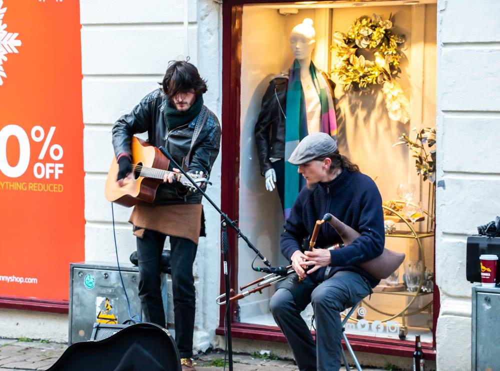 Street performers in Galway, www.roadsanddestinationscom