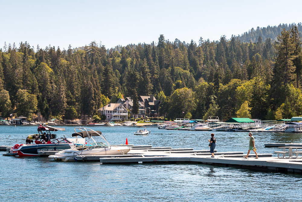 Water activities on the lake - Roads and Destinations _ roadsanddestinations.com