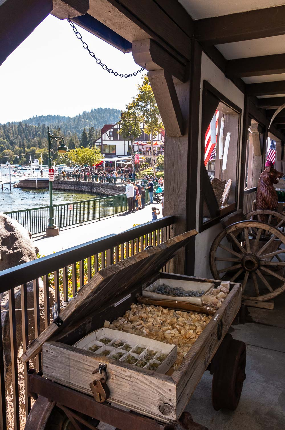 Shopping by the lake - Roads and Destinations _ roadsanddestinations.com