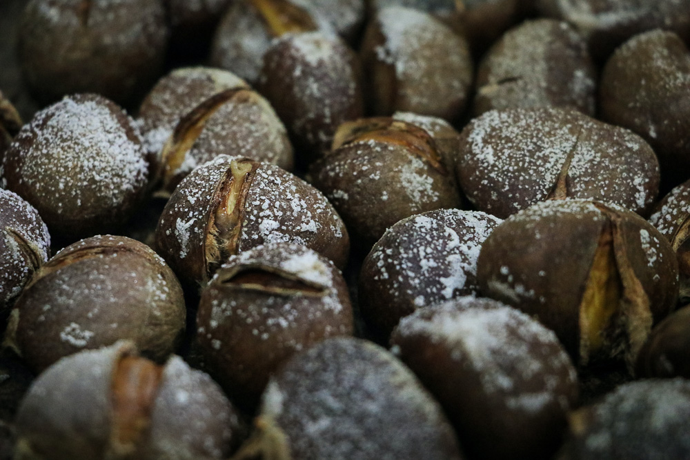 Maroni - Roasted Chestnuts in Vienna - Roads and Destinations, roadsanddestinations.com
