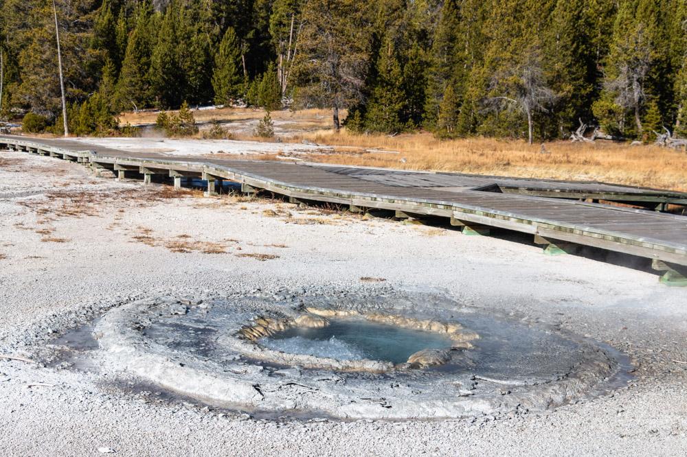Visit Upper Geyser Basin - Roads and Destinations