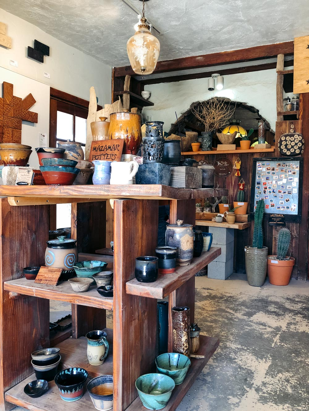 Pottery store in California - Roads and Destinations
